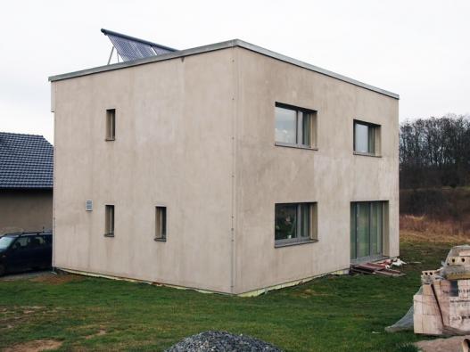 Pavlíkov - zajímavý nový dům, byť ještě nedokončený