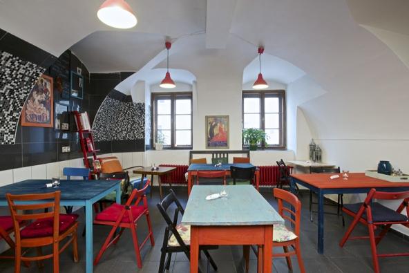 Bistro Miam se nachází kousek od Masarykova náměstí v Jihlavě, je malé a útulně zařízené.