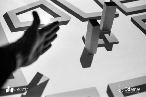 Jednoduchá a konstruktivní diskuze nad fyzickým modelem - konfrontace mezi účastníky.