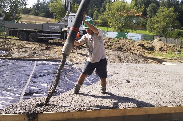 Realizace betonové základové desky RD 1: Čerpání betonu
