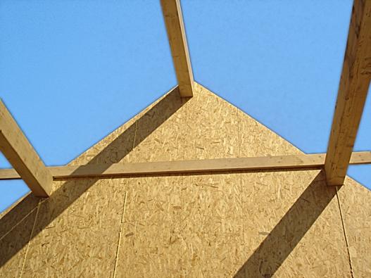 U dřevostaveb se využívá škála dřevotřískových, OSB a dalších desek (KRONOSPAN).