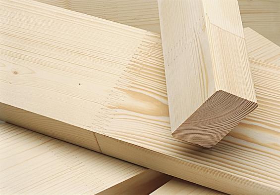 Pevnost lepeného zubovitého spoje KVH hranolů je vyšší než průměrná pevnost dřeva.