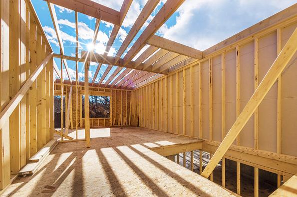 """Pod pojmem """"stavby spoužitím dřeva"""" se mohou ukrývat jak  montážně rychlé, lehké, kvalitně izolované sendvičové konstrukce, tak roubená stavení zmasivních prvků."""