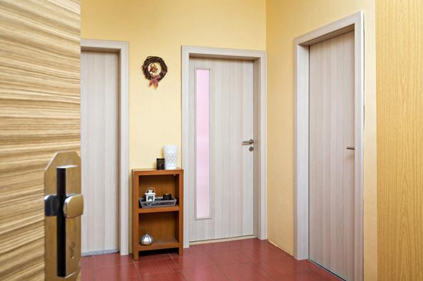 Všeuměl v oboru stavby a údržby domu Miroslav Rendek nám tentokrát ukáže způsob, jak jednoduše inovovat dveřní zárubně.