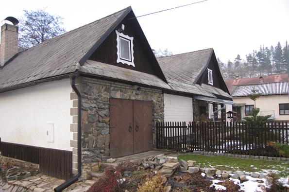 MŮJ DŮM Agent: Naše čtenářka paní Štěpánková jezdí pravidelně přes obec ve Svitavském okrese a ráda pozoruje, jak se místní domky a chalupy mění. S potěšením konstatuje, že většinou k lepšímu.