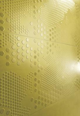 Elegantní azářivý velkoformátový obklad Decoro ze série Concreta (Marazzi) s3d texturou, 32,5 x 97,7cm, www.iridio.cz