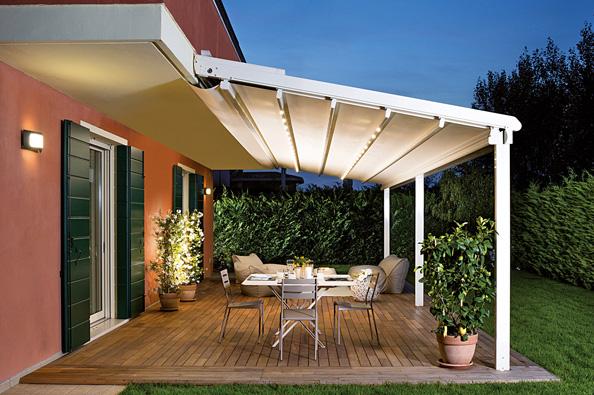 Komfort zajistí iovladatelné stínění střechy pergoly zvodicích lišt aprofilů pro fixaci látky apotahu (Climax).