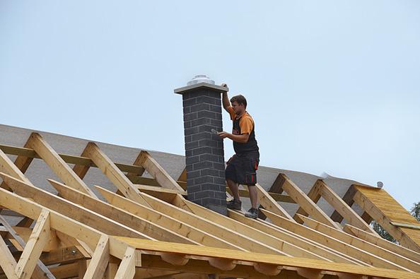 Základním stavebním materiálem roubenky je sice dřevo, ale naše stavba nepostrádá ani zděné části.
