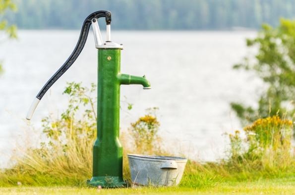 Hydrogeologové dělají to, co je spojeno s vodou. Vsakování srážek a odpadních vod z domovních čističek, zřizování studní a vrtů pro tepelná čerpadla a odvodňování.