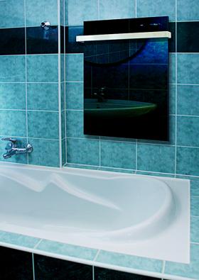 Skleněný sálavý panel GRT v koupelně (FENIX).