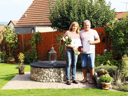 Vítězové soutěže Nejhezčí zahrada s domem Canaba, manželé Liškovi.