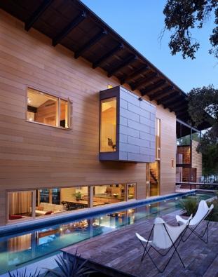Porota ocenila celkový charakter stavby i množství pěkných detailů, především ale důraz na inspiraci vodou a přírodou. Foto: Casey Dunn