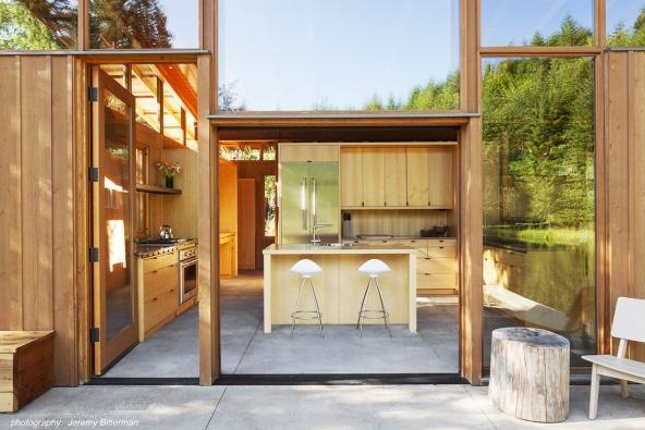 Kuchyň. AIA Housing Awards 2016: Cutler Anderson Architects - Newberg Residence