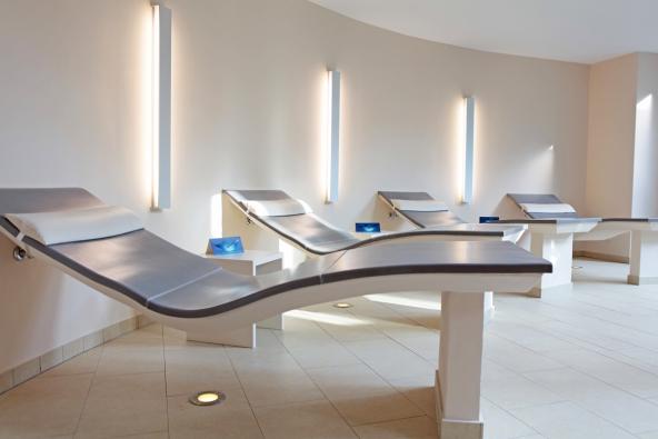 Desky Drystar-Board lze ohýbat, vytvářet skládané (frézované) segmenty a umožňují realizovat při výstavbě moderního prostoru téměř jakýkoliv architektonický záměr.
