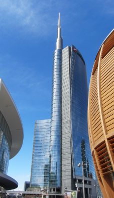 Porta Nuova, Miláno: Věž Unicredit - se svými 218 metry je v tuto chvíli nejvyšší budovou v Itálii.