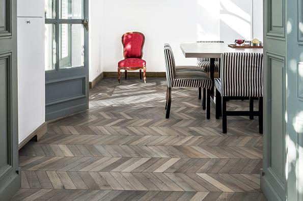 Nová kolekce třívrstvých dřevěných podlah švédské značky Kährs přináší současný pohled na klasický vzor podlah.