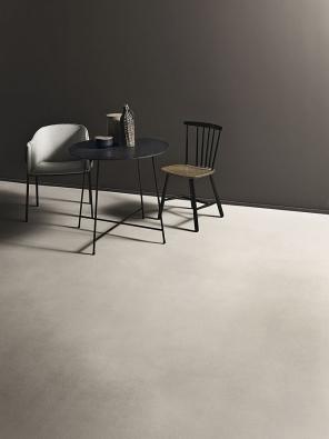 Podlahová stěrka  Cementoflex je použitelná na vodorovné i svislé povrchy. Je ekologická, odolná proti vodě a otěru, velmi pevná, v různých úpravách napodobuje vzhled leštěného či barveného betonu. www.kerakoll.com