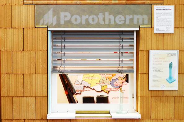 Novinka ze sortimentu stavebního systému společnosti Wienerberger cihlářský průmysl, a. s., keramický překlad Porotherm KP Vario UNI, byl oceněn Zlatou medailí Stavebních veletrhů Brno 2016.