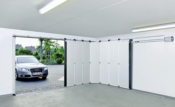 Boční sekční vrata HST zajíždějící elegantně do boku uvítá každý, kdo nemá ve stropních částech garáže dostatek místa na montáž (HÖRMANN)