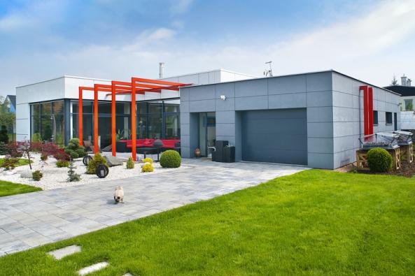 Podle konstrukce a způsobu otevírání volíme garážová vrata zdvižná nebo výklopná, sekční, rolovací, otočná či posuvná. Podle expertů představují jednoznačně nejlepší volbu sekční garážová vrata...
