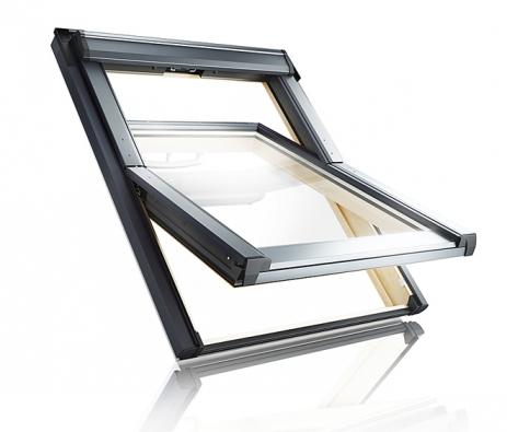 """Nová generace dřevěných kyvných střešních oken """"RotoQ"""" umožňuje  snadnou montáž se systémem """"klik"""". Kvýhodám patří mimo jiné nastavitelnost křídla a předmontovaný zateplovací blok již zvýroby (ROTO)"""