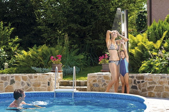 Kruhový zapuštěný bazén poslouží jako místo pro osvěžení i bezpečné koupaní dětí a mládeže (MOUNTFIELD).