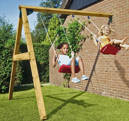 Dětská hřiště Jungle Gym jsou jednoduchá na sestavení azcela bezpečná. Houpačka je snad nejoblíbenějším přídavným modulem (VLADEKO)