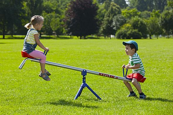 Houpačky volte podle věku dětí adbejte hlavně na bezpečnost vašich ratolestí. Prodejci rádi poradí (KETTLER).