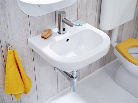 """Ve vícečetné domácnosti s dětmi se další neskutečné množství vody """"vybryndá"""" při mytí rukou. U svých dětí tento chvályhodný zvyk jistě pěstujte a pořiďte některý z typů baterií šetřících vodu."""