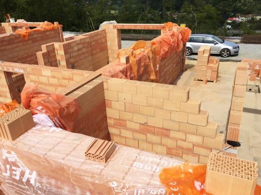 Výrobci stavebních materiálů samozřejmě všechny obavy vnímají, respektují a ve své praxi řeší. (HELUZ)
