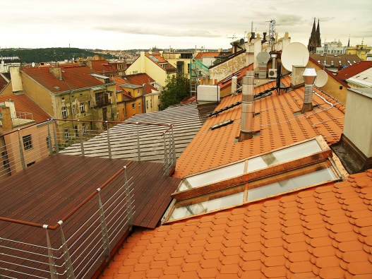 Pohodlný výstup na střešní terasu skrze odsuvné střešní dveře Solara PERSPEKTIV.