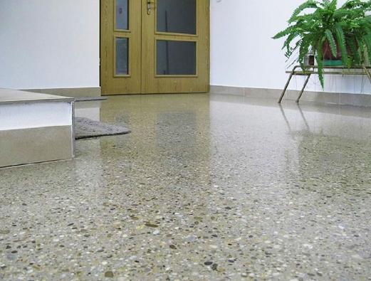 Lité podlahy získávají na oblibě pro svoji krásu a praktičnost