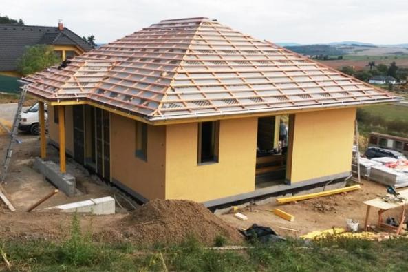 Dřevo patří mezi materiály, které provázejí lidstvo po celou jeho existenci. Není to jen jeho příjemný charakter přírodního materiálu, ale především dobré fyzikální vlastnosti, snadné zpracování a také obnovitelný charakter, které z něj dělají výhodný stavební materiál. (HK-DŘESTAV)