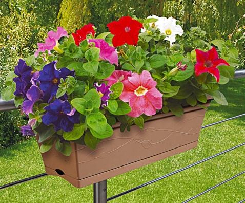 Jednoznačně skvělou volbou jsou samozavlažovací truhlíky. O rostliny je postaráno i během dovolené (OBI).
