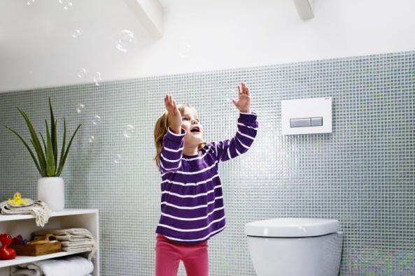Montážní prvek Duofix pro závěsné WC snádržkou do stěny Sigma UP320 spřipojením pro odsávání zápachu, cena8938 Kč, ovládací tlačítko splachování Sigma40DuoFresh sjednotkou pro odsávání zápachu, vyrábíGeberit, www.geberit.cz
