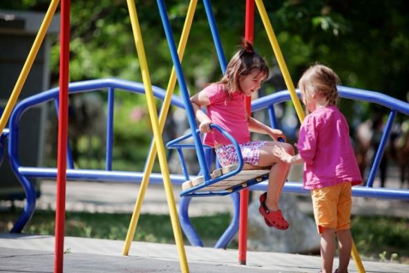 Kromě bazénu, nebo trampolíny, které všichni dobře známe, máme spoustu možností, jak děti na zahradě zabavit. (MARIMEX)