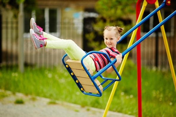 Každý rodič či prarodič jistě bude souhlasit, že věnovat se dětem a přitom pracovat na zahradě je zhola nemožné. (MARIMEX)