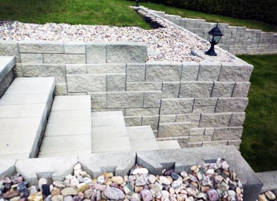 Tvarovky Stavoblock jsou vlastně taky  z umělého kamene, betonu (Novabrik)