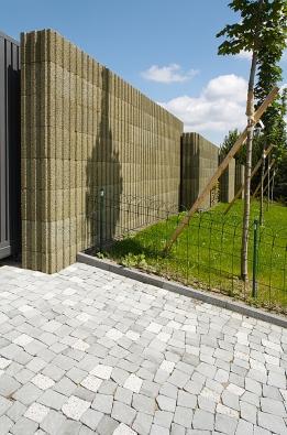 Na pohled dlažební kostky z přírodního kamene. Ve skutečnosti vysokopevnostní beton sodolností proti vnějším vlivům (BEST)