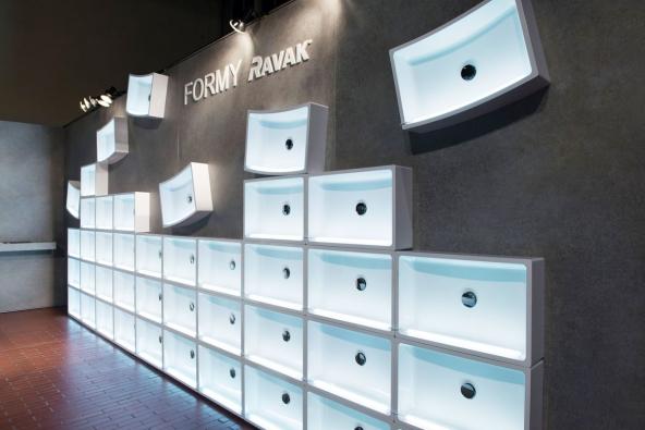 Designblok 2015: Expozice v Superstudiu Průmyslového paláce na týdnu designu a módy Designblok 2015. Instalace zahrnovala koncept FORMY a novinky z oceňované série 10°.
