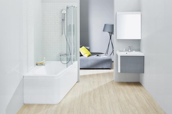 Koupelnový set 10°: Mírnou rotací běžné obdélníkové vany vznikla asymetrická vana s velkou odkládací plochou či sedátkem.