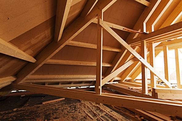 Varianta krovové konstrukce, sestavované klasickými tesařskými postupy a metodami.