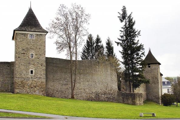 Tachovské městské hradby jsou na tuzemské poměry jedny z nejzachovalejších.