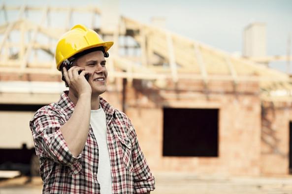 Smluvní vztah s dodavatelem - zhotovitelem stavby se stejně jako v případě smlouvy o dílo s architektem bude řídit příslušnými ustanoveními občanského zákoníku (zákon č. 89/2012 Sb.).