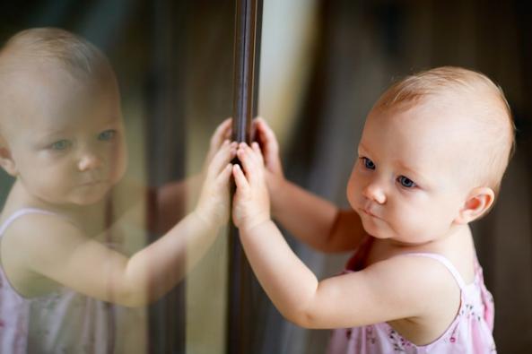 Pokud máte doma děti, tak jistě víte, jak snadno se může cokoliv stát. Nemít obavy z rozbití balkónových dveří a vysypání skla je proto k nezaplacení. (NEXT)