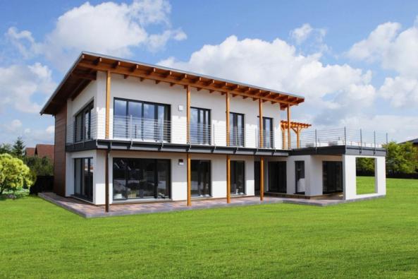 Den dřevostaveb 2016 se bude konat v sobotu 8.10.2016 od 10,00 do 18,00 hodin, kdy budou otevřeny a zpřístupněny vybrané vzorové a referenční stavby členských firem Asociace dodavatelů montovaných domů na území celé České republiky.