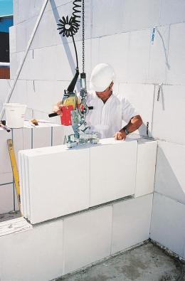 V systémech VAPIS QUADRO pro strojní zdění se ukládá 0,5 m2 zdiva v jedné operaci.