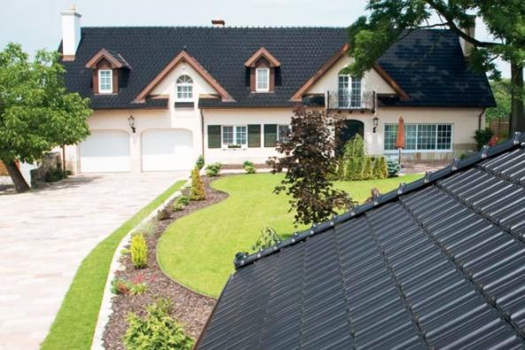 Slevy až 50% nabízejí dodavatelé stavebních materiálů pro kohokoli, kdo se chystá stavět či rekonstruovat své bydlení na území České republiky. Výhodně můžete získat cihly, okna a dveře, střešní krytinu nebo třeba komín. (Foto: TONDACH)