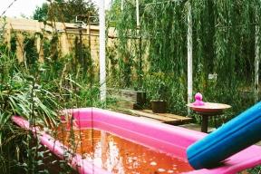 """Nejkrásnější """"Dešťová zahrada"""" připomíná, že voda je dar."""