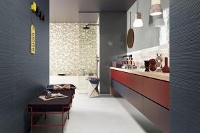 Obklad zkolekce Work kombinuje vysoký lesk se strukturovaným matným povrchem, rozměr 20 x 80cm, vyrábí Marca Corona, www.keramikasoukup.cz